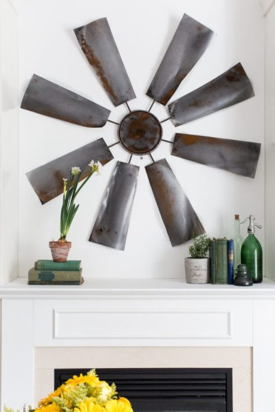 DIY Fixer Upper Windmill - DIY Farmhouse decor ideas that are so easy to do you have no excuse not to try them! These cheap DIY rustic decor projects will change the look of your bedroom, mantle, living room, and bathroom on a small budget! #Farmhouse #FarmhouseDIYS #DIYFarmhouseProjects #DIYFarmhouseCrafts