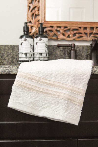 Easy 5 Minute Farmhouse Towels Using Dollar Store Items - DIY Farmhouse decor ideas that are so easy to do you have no excuse not to try them! These cheap DIY rustic decor projects will change the look of your bedroom, mantle, living room, and bathroom on a small budget! #Farmhouse #FarmhouseDIYS #DIYFarmhouseProjects #DIYFarmhouseCrafts