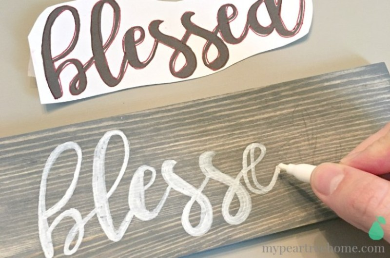 DIY Wood Sign.14 DIY Farmhouse Signs you can make on a small budget. Farmhouse decor can cost a lot but these rustic wood signs are affordable to make. If you love Joanna Gaines than you have to try these projects! Guide to how to make a farmhouse sign, farmhouse signs for kitchen, bathroom farmhouse sign DIY, DIY wood signs, Farmhouse Sign Decor, Make you own farmhouse sign, farmhouse signs DIY guide