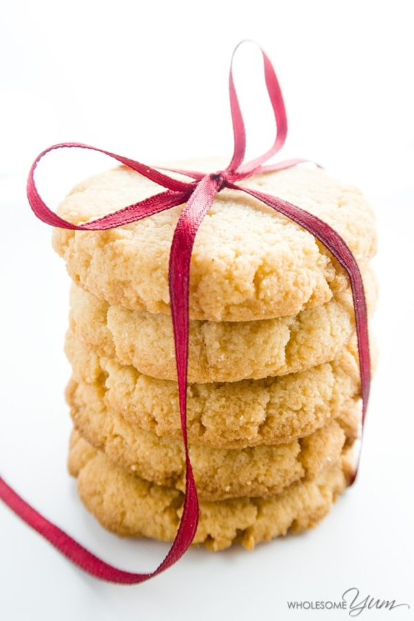 Low Carb Almond Flour Shortbread Cookies - 10 MUST TRY Keto Christmas Cookies Your Whole Family Will Love. Made with almond flour, stevia, cream cheeses and peanut butter. They are so easy anyone can do them. No baking experience needed. Perfect for Christmas of 2018. These keto cookies are what dreams are made of!