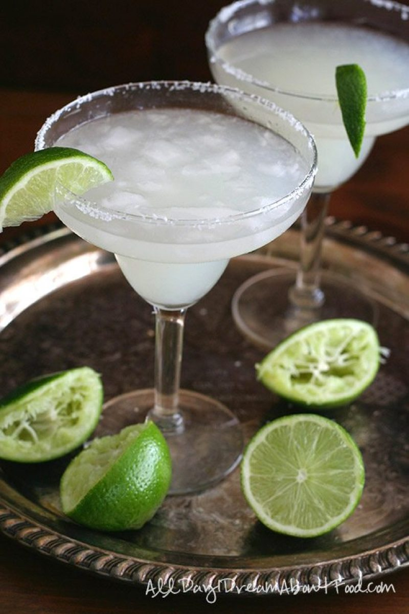 Low Carb Sugar-Free Margaritas - Uhmm, cocktails on the keto diet? Heck yeah!! This post includes 13 EASY keto cocktails (low carb cocktails) that taste incredible without the carbs! This post includes such a huge selection of keto recipes. Click through to see the best keto cocktail recipes you've ever tried before! #keto #ketogenic #ketodiet #ketorecipes #ketococktails #lowcarbcocktails
