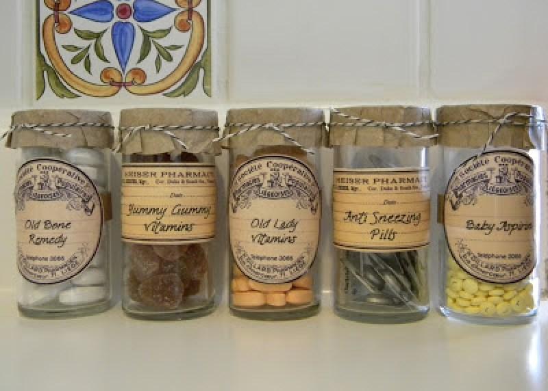 Vitamin Bottle Organizer - Incredibly Clever Mason Jar Organization Ideas. Organize your entire home using mason jars. #masonjars #masonjar #masonjarorganization #organization #diyhomedecorideas #masonjarcrafts