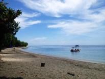 Unser Strand mit schwarzen Vulkansand