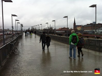 18-Friedrichshain-Kreuzberg-station-walkway