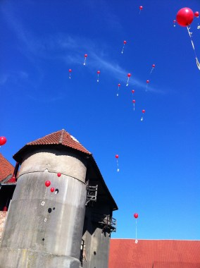 german-wedding-red-balloons-wishes-good-luck