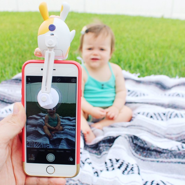 iphone gadget, iphone accessory, smartphone accessory, mom camera, camera accessory, camera accessory for kids, get my kids to look at camera, photo companion, lookielookies