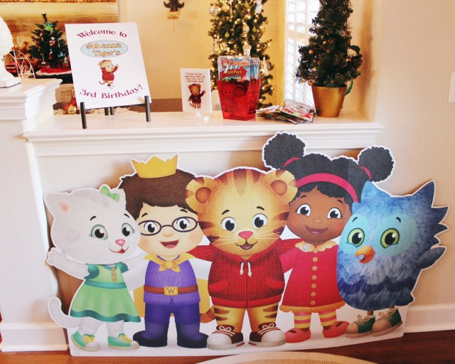 Oh Happy Play, a Florida Motherhood blogger shares the best Daniel Tiger Themed 3rd Birthday Party! Check it out and see how to recreate it!