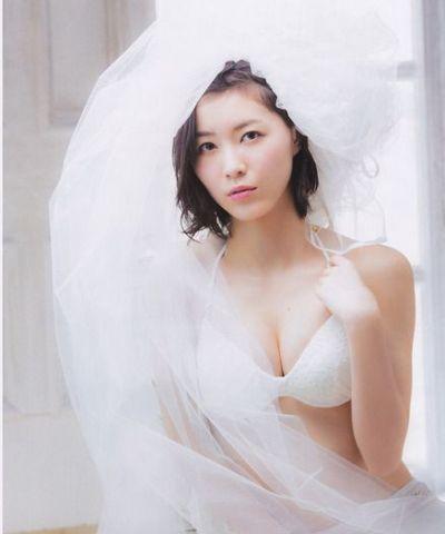 松井珠理奈は巨乳