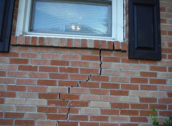 vertical structural cracks