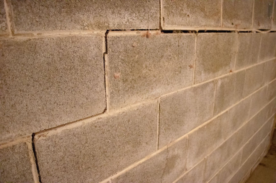 foundation wall cracking and bowing