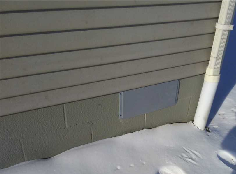 cover crawl space vent in winter