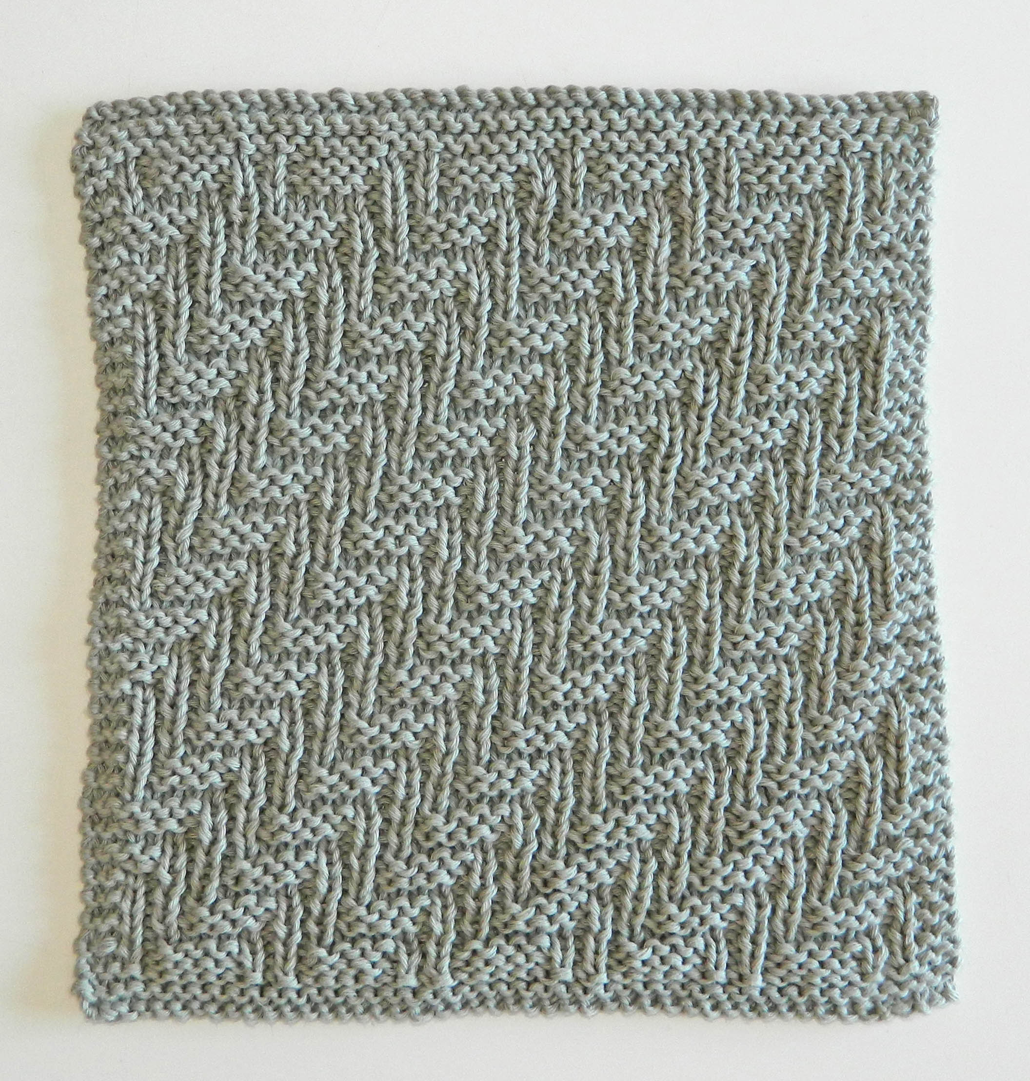 BLOCK 6 of 12 blocks of Xmas knitted blanket – OhLaLana!