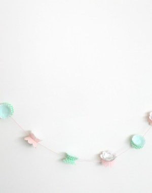 super cute and super EASY cupcake liner garland. perfect for birthday parties, holiday decor (EASTER!), or shower decor.