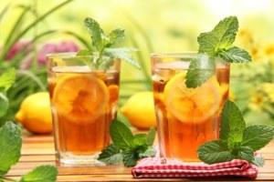Grand verre d'eau tiède et de citron.