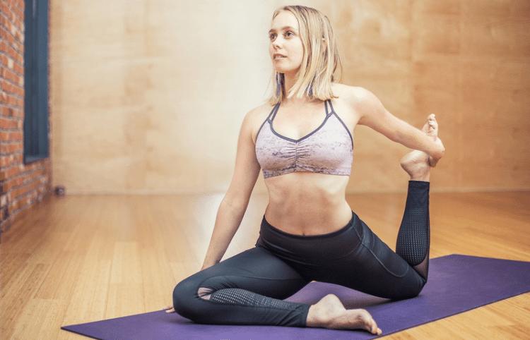 Faire du yoga pour lutter contre les fringales de sucré