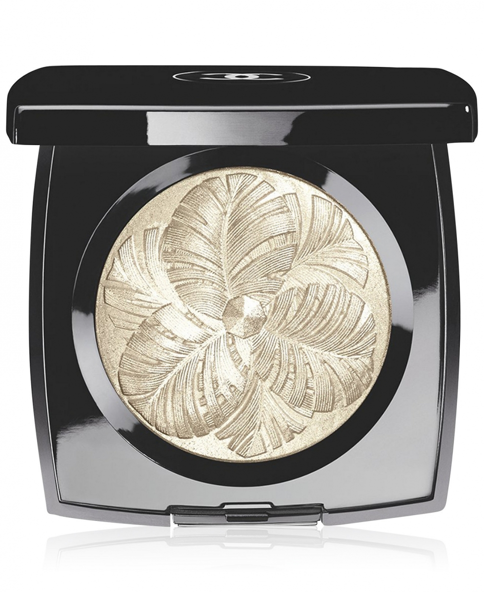 Limited Edition and almost sold out: #CHANEL Camélia de Plumes Highlighting Powder