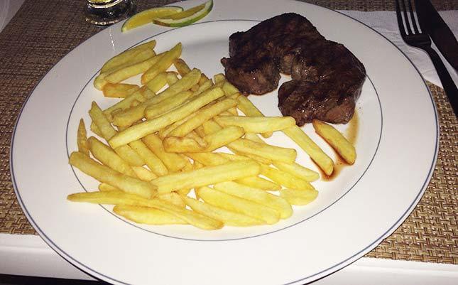 Filé com fritas do restaurante Viana em Ilhabela, por Oh My Closet!