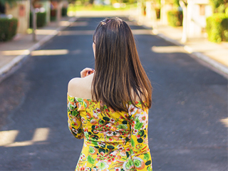 Look da blogueira Mônica Araújo com vestido florido da Sensação Modas, vem ver!