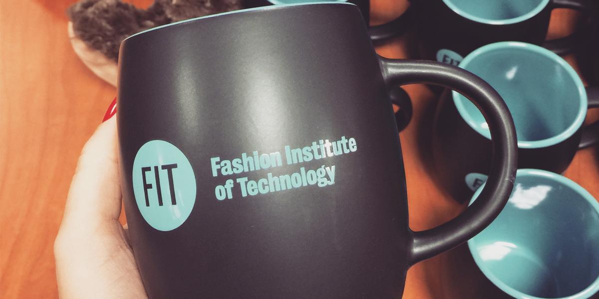 A blogueira Mônica Araújo contou como foi seu curso no FIT em Nova York. Confira no Oh My Closet!