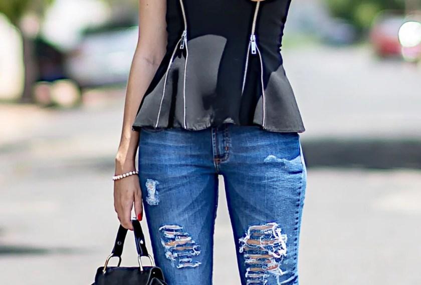 Look do dia para trabalho com jeans rasgado Hipsters Denim com a influencer Mônica Araújo.