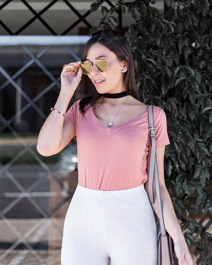 Look básico com rosa blushbRenner e legging cinza com a blogger Mônica Araújo tendência 2017 LTK.