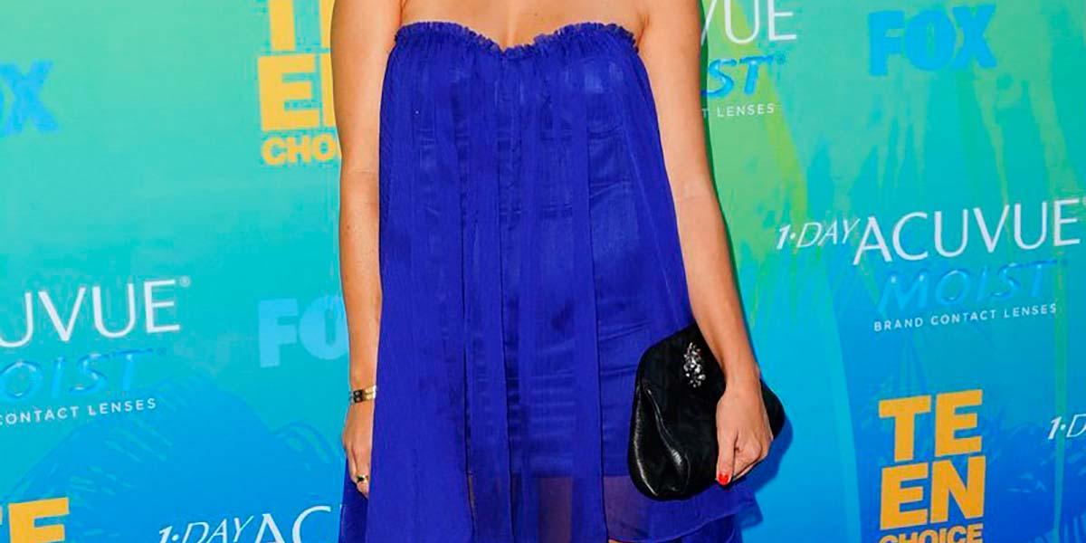 Vestido azul klein Kourtney Kardashian