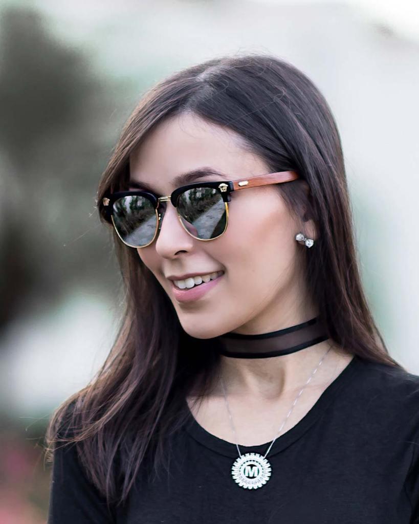 Detalhes do óculos Wooddle com Mônica Araújo.