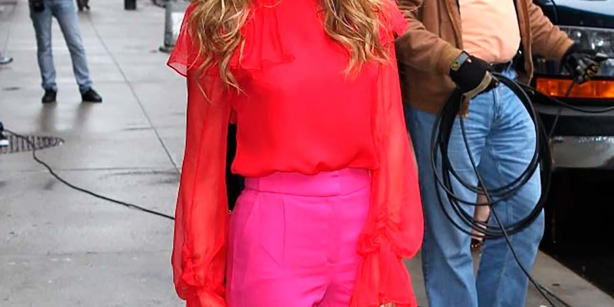 Sarah Jessica Parker com look color blocking