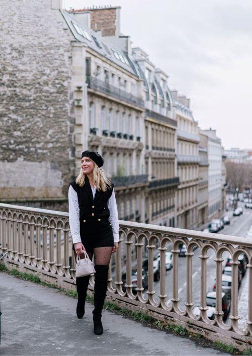 Blogueuse mode en look noir et blanc