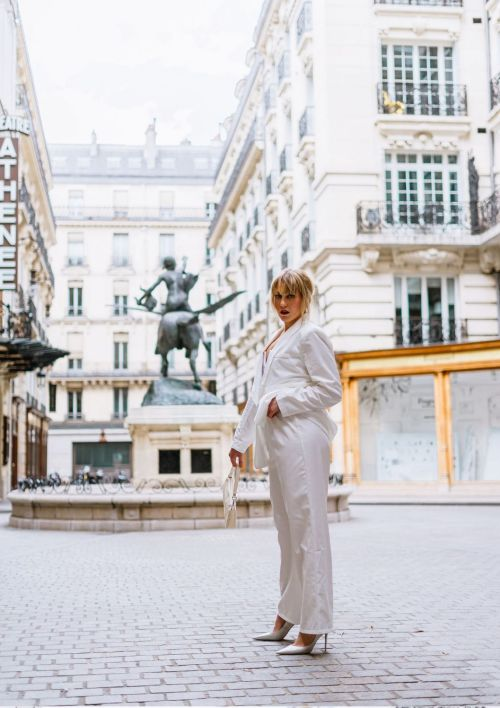 Blazer oversize porté par une blogueuse mode