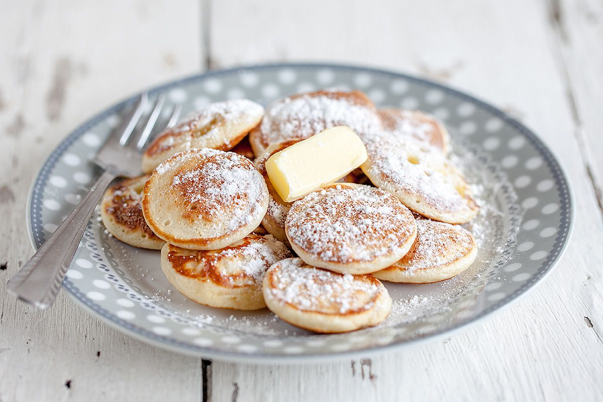 https://i2.wp.com/ohmydish.com/wp-content/uploads/2015/03/Dutch-mini-pancakes-poffertjes.jpg