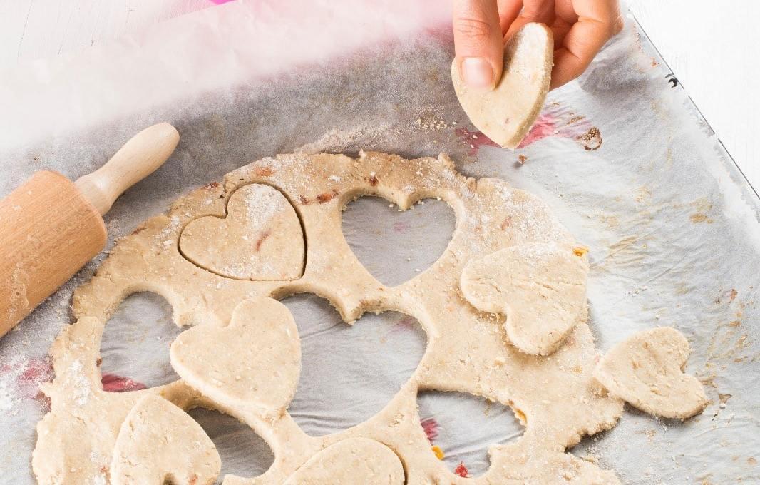 glutenvrije liefdeskoekjes met aardbeienvulling