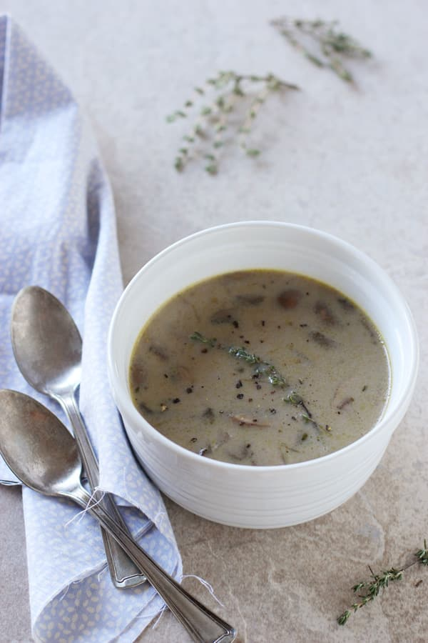 Creamy Mushroom & Roasted Garlic Soup