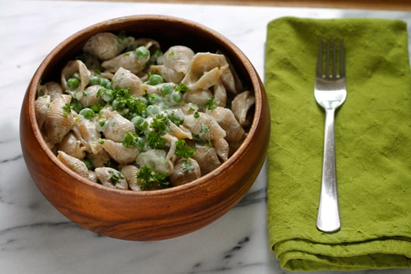 Creamy One-Pot Pasta Shells with Yoghurt and Peas
