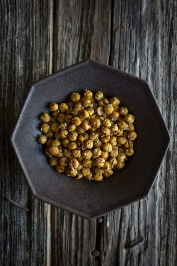 Everything Bagel Roasted Chickpeas