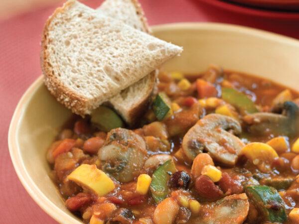 slow cooker veggie chili