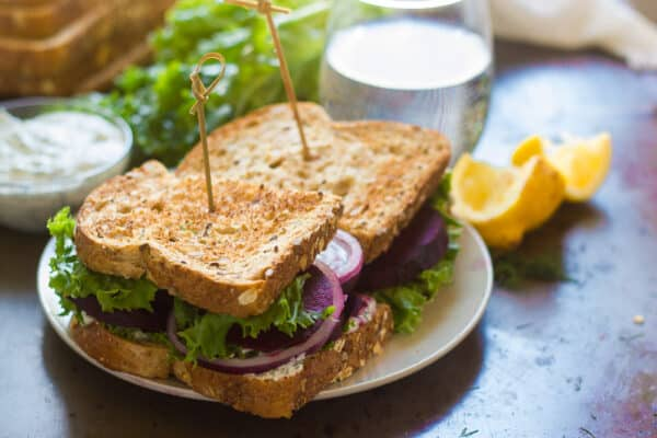 balsamic-beet-sandwiches-with-dill-cashew-cheese-4