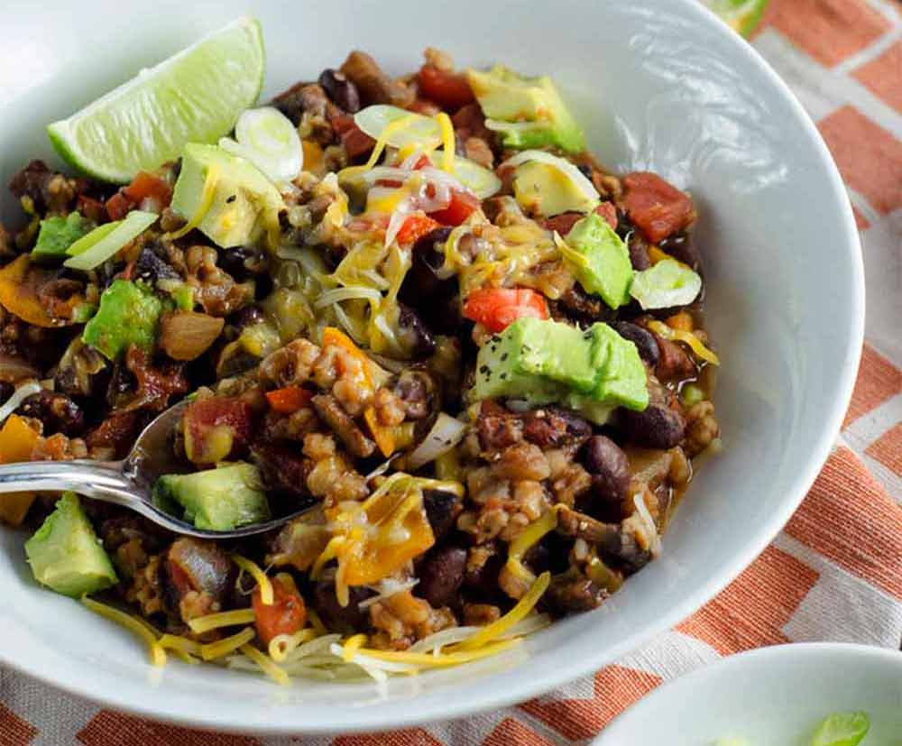 17 of the Best Vegetarian Chili Recipes: Smoky Black Bean Chili with Wheat Berries