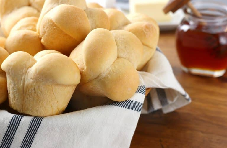 15 creative homemade dinner roll recipes to try tonight creative dinner roll recipes sweet potato cloverleaf rolls forumfinder Images