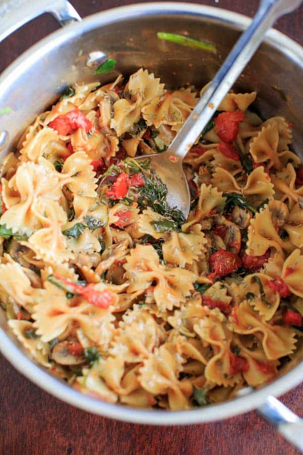 18 Vegetarian One-Pot Pasta Recipes for Busy Weeknights: One-Pot Spinach and Mushroom Bowtie Pasta