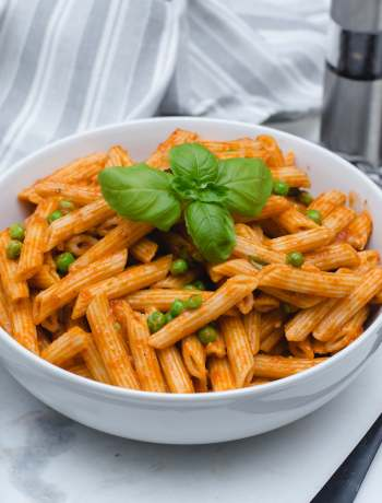 Simple Peas and Tomato Pasta