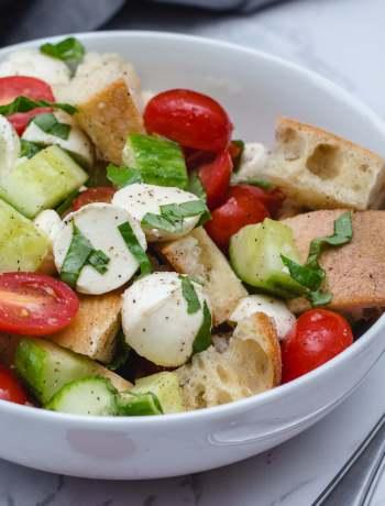 Fresh and Crunchy Italian Bread Salad