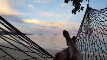Den Sonnenuntergang schaust du am besten von der Hängematte aus