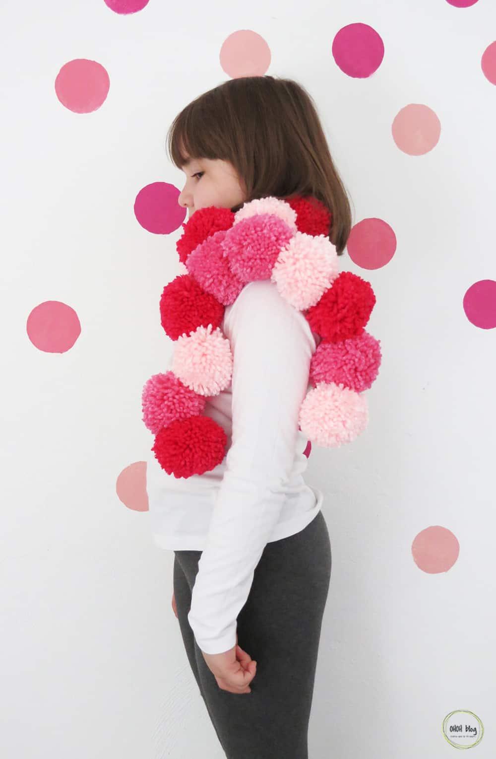 pom pom scarf tutorial