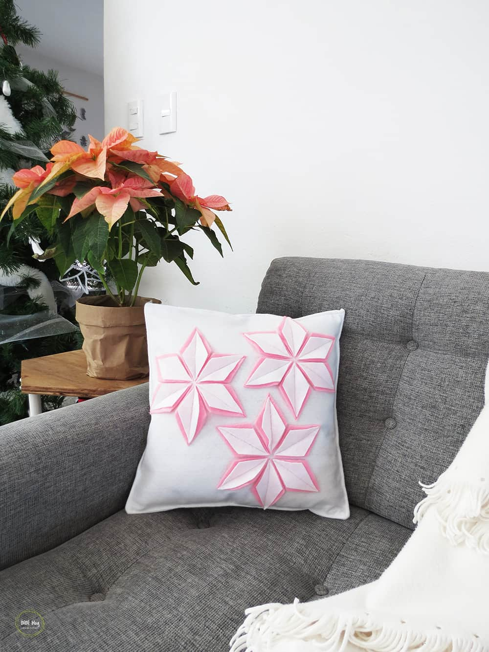 DIY felt christmas cushion in the couch
