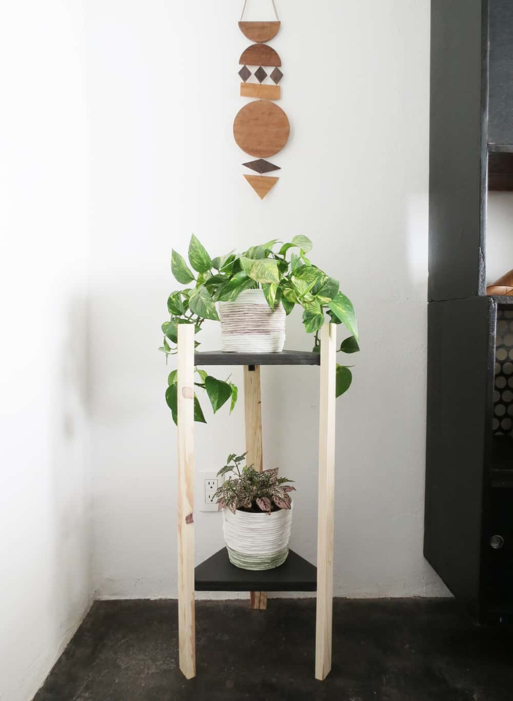 How to build a corner plant stand