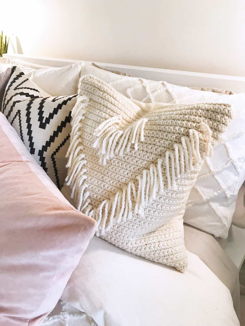 diy crochet pillow with fringes
