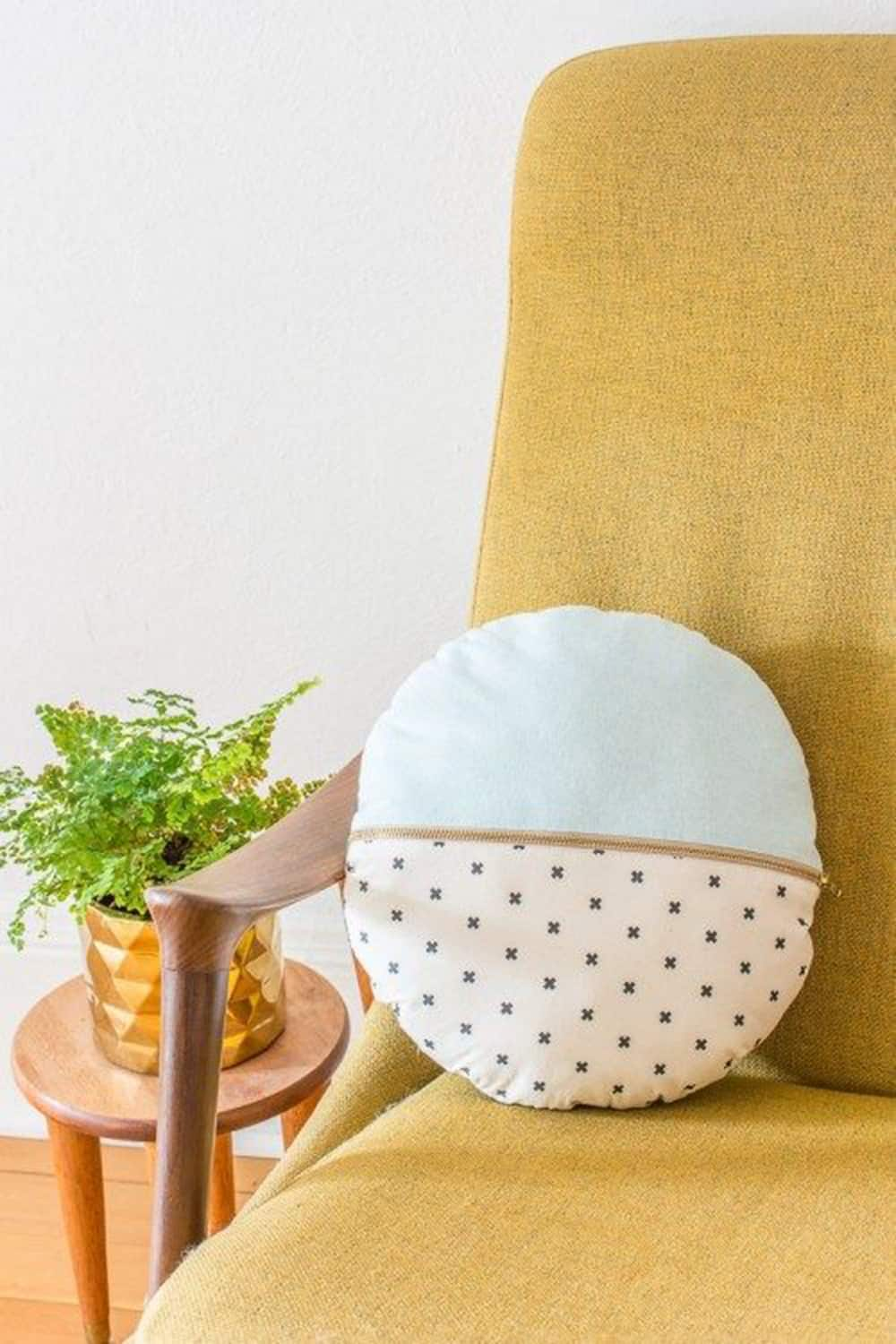 zippered round pillow