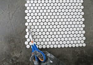 how to make a backsplash using penny tiles
