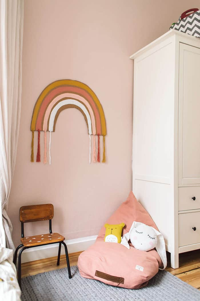 easy rainbow wall hanging
